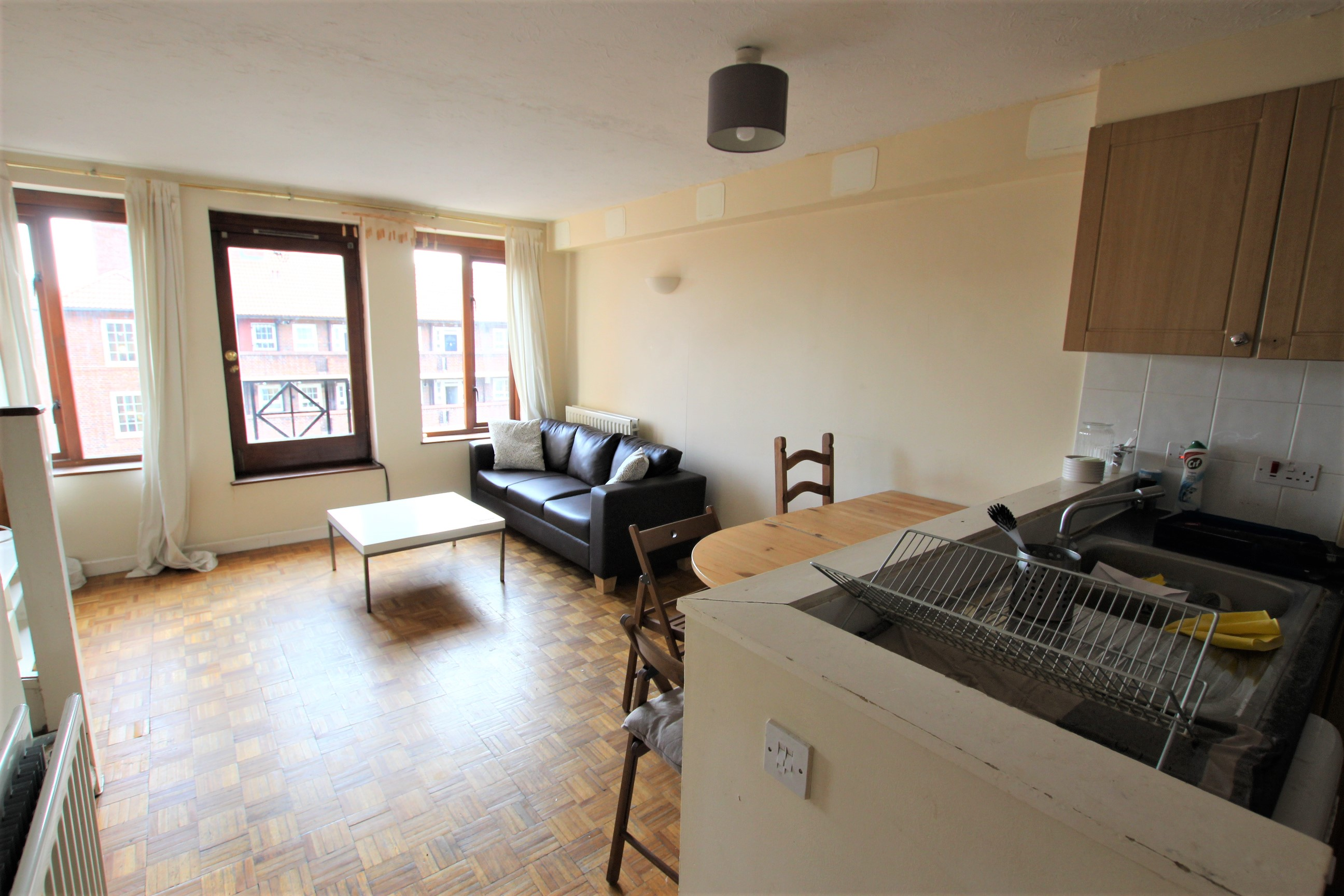 Three Bedroom Flat to Rent - Wapping