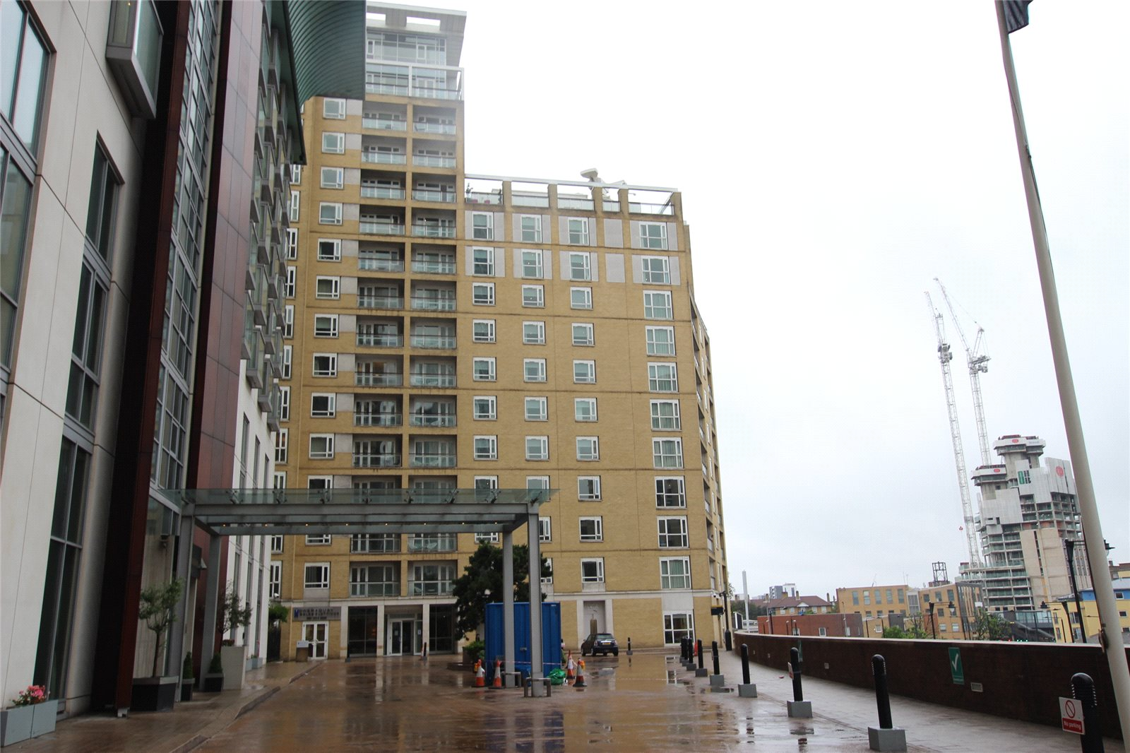 *Modern Two Bed Apartment*- CANARY WHARF