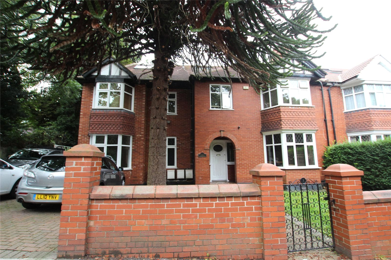 Double Room with Private Bathroom- NW9