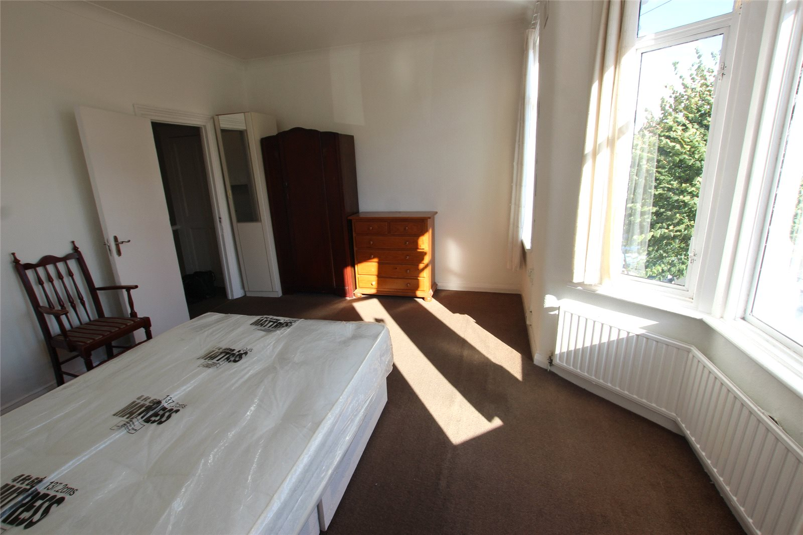 Five Double Bedroom House with Garden- E12